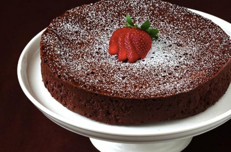 Nejchutnější čokoládový koláč bez mouky, složeny jen z 3 ingrediencí recept