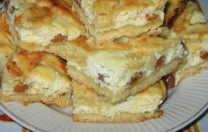 Jemný a fantasticky chutný tvarohový koláč s rozinkami recept