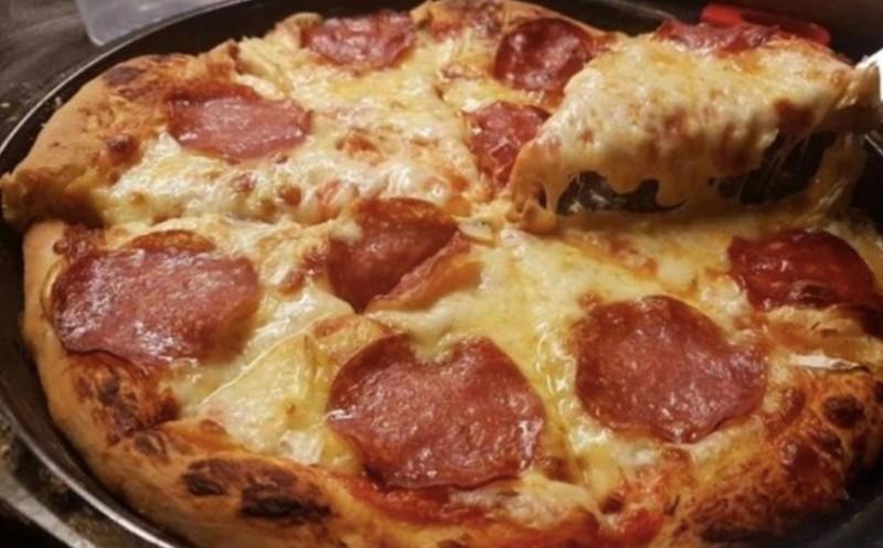Italská domácí pizza s nadýchaným těstem a dokonalými přísadami recept