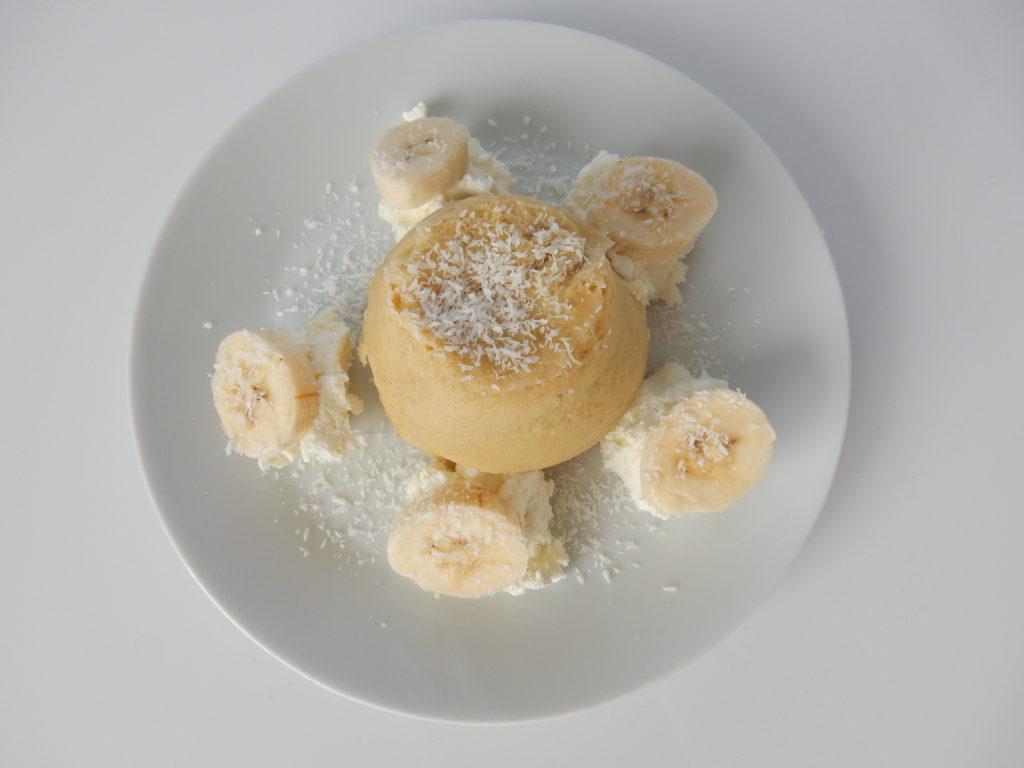 Kokosový mugcake sbanánem