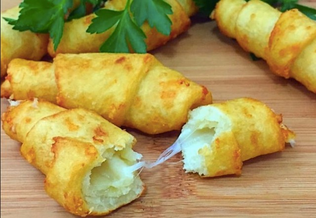 Úžasné bramborové rohlíčky plněné sýrem recept