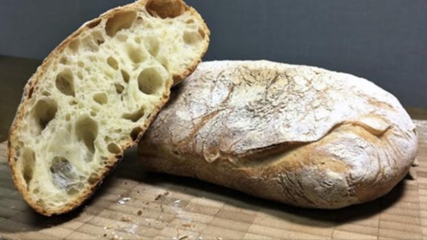 Na chleba z obchodu si nevzpomenete. Úžasný chlebíček bez hnětení, uvnitř je samá bublinka!