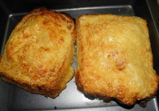 Chleba ve vajíčku se sýrem a hořčicí recept