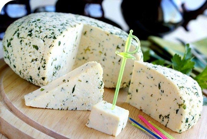 Domácí sýr s bylinkami