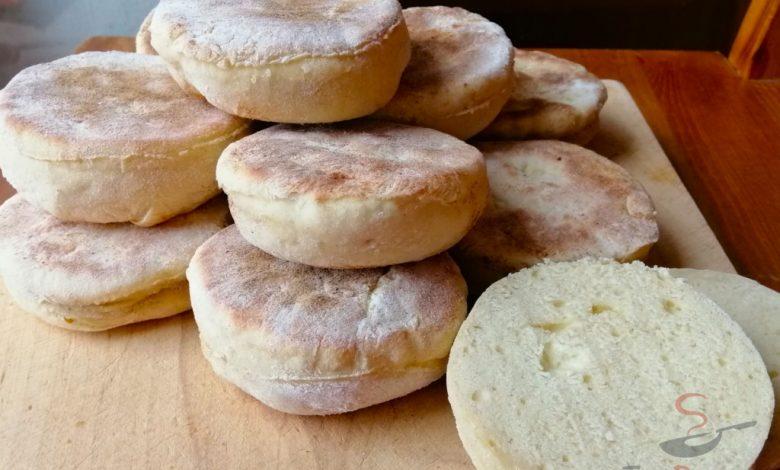 Vynikající náhrada klasického chleba. Nemusíte ani zapínat troubu a placky máte hotové za 10 minut.