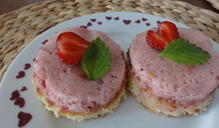 Jak udělat jahodovou pěnu (nejen) na dorty   recept