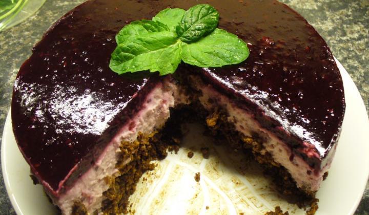 Jak připravit nepečený ostružinový dort
