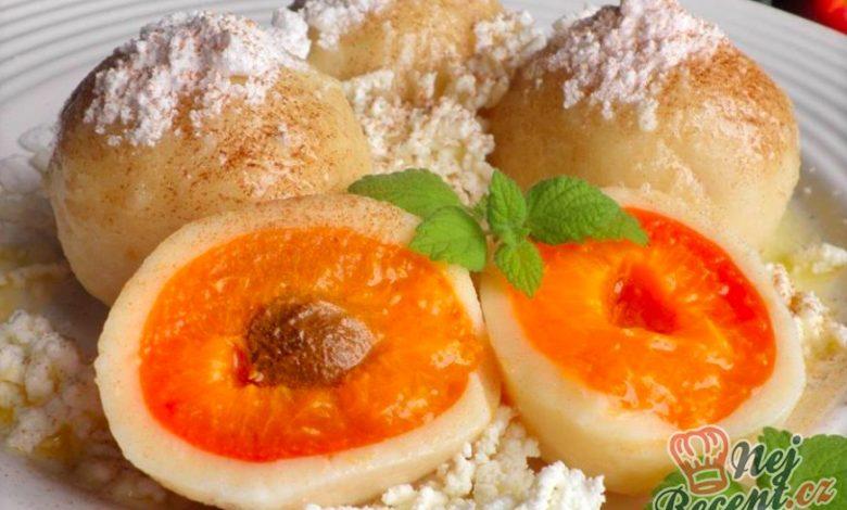 Meruňkové knedlíčky z tvarohového těsta