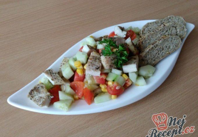 Zeleninový salátek s kuřecím masem
