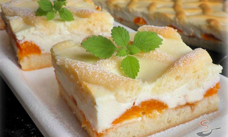 Tvarohový mřížkový koláč s meruňkami