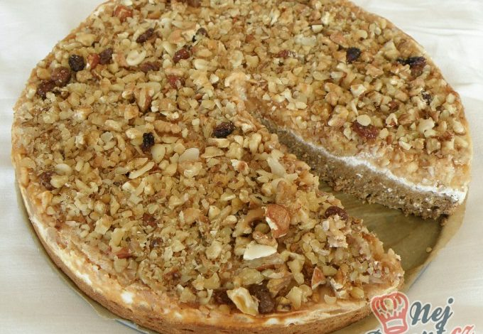 Ořechovo-jablečný fit koláč