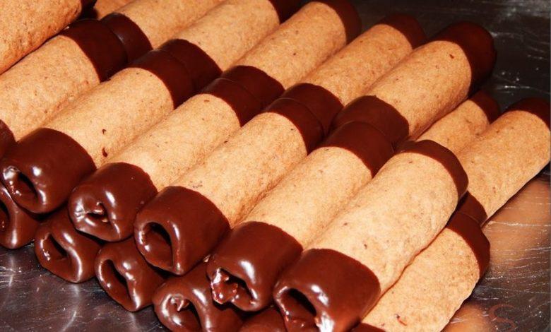 Vánoční trubičky máčené v čokoládě