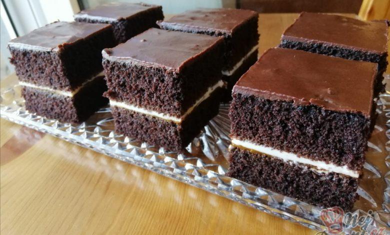 Kakaový koláček s meruňkovou marmeládou