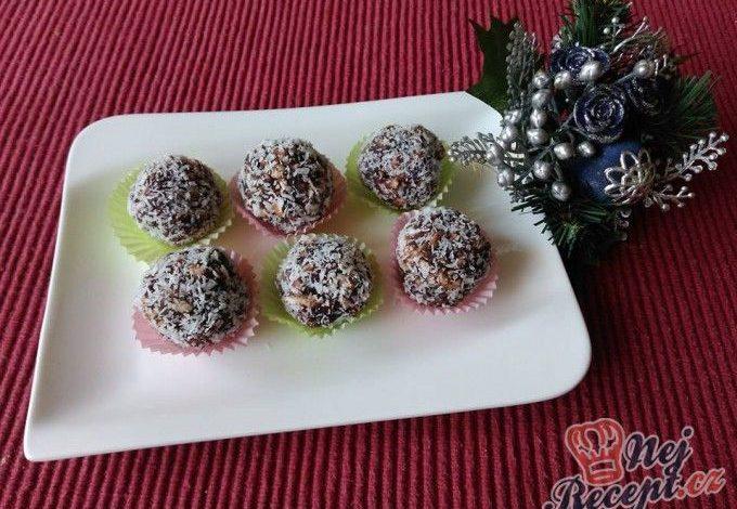 Vánoční bonbóny obalené v kokosu
