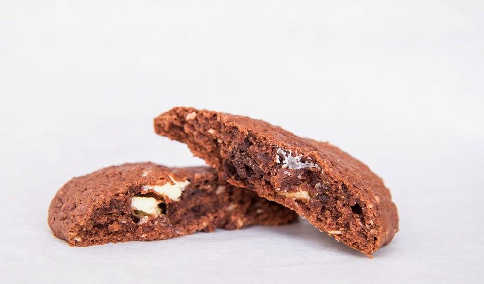 Měkké čokoládové cookies s čokoládou (s třešněmi a vínem)