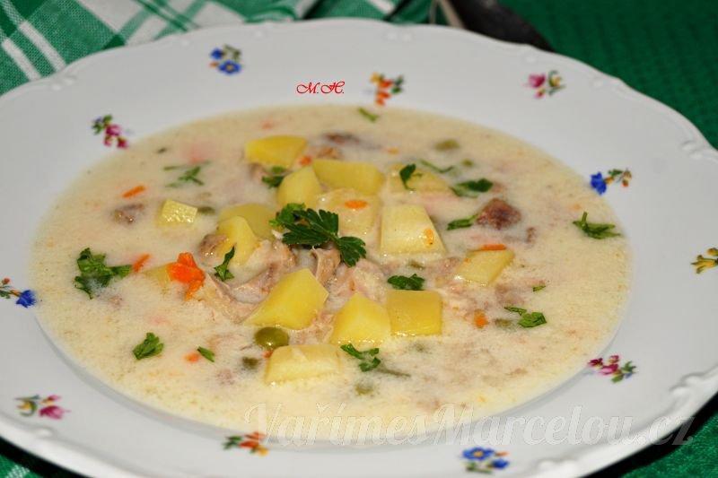 Jemná polévka z králičích žeber, ořezů a drobů