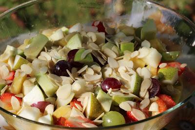 Láska na první pohled: Ovocný salát s mandlemi