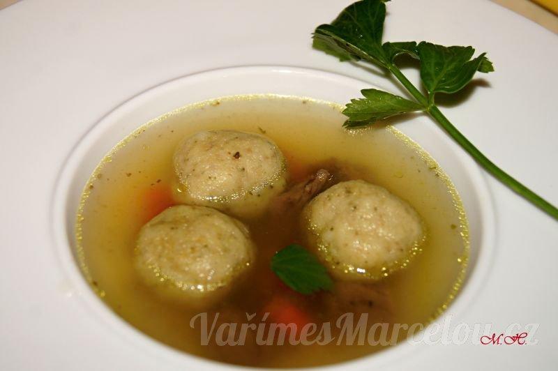 Krupicové knedlíčky do polévky z odpalovaného těsta, s masem a šalvějí