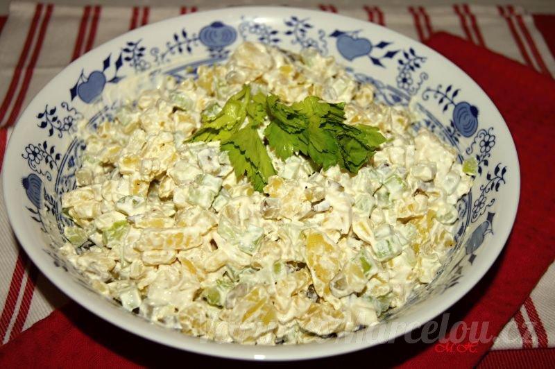 Bramborový salát s řapíkatým celerem