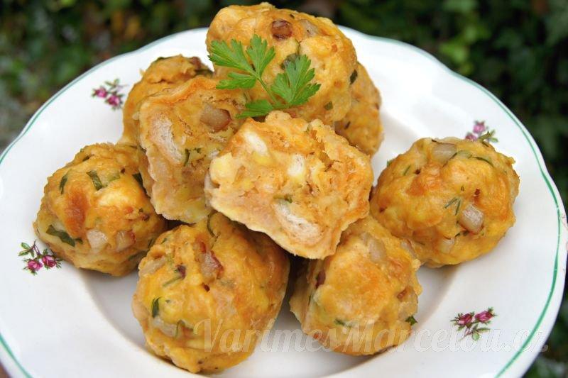 Pikantní špekové knedlíky vařené v páře