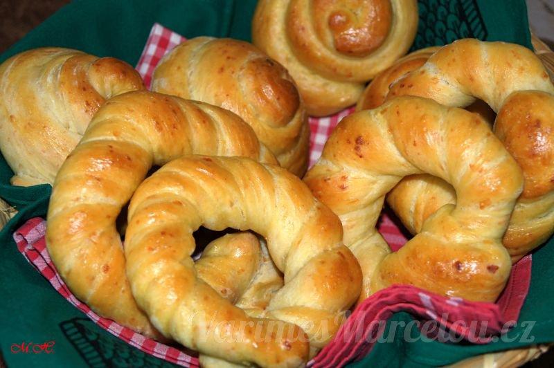 Domácí kynuté slané pečivo – šneci a věnečky