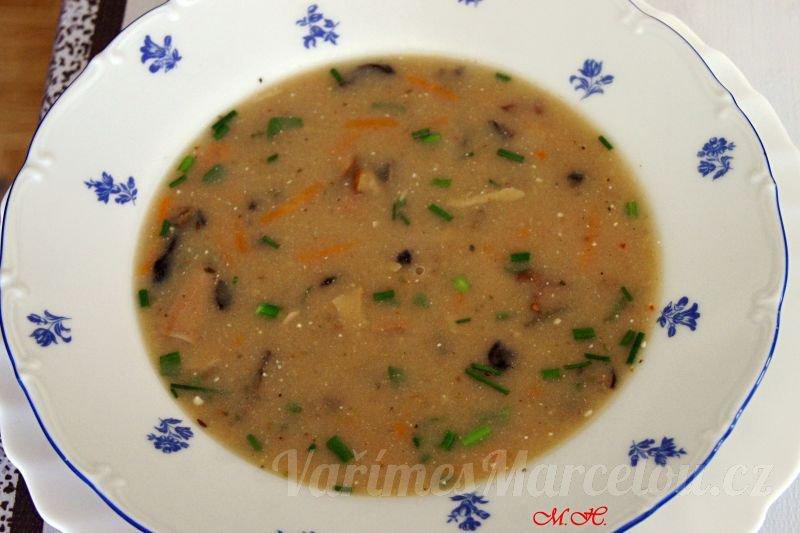 Chlebová polévka s houbami
