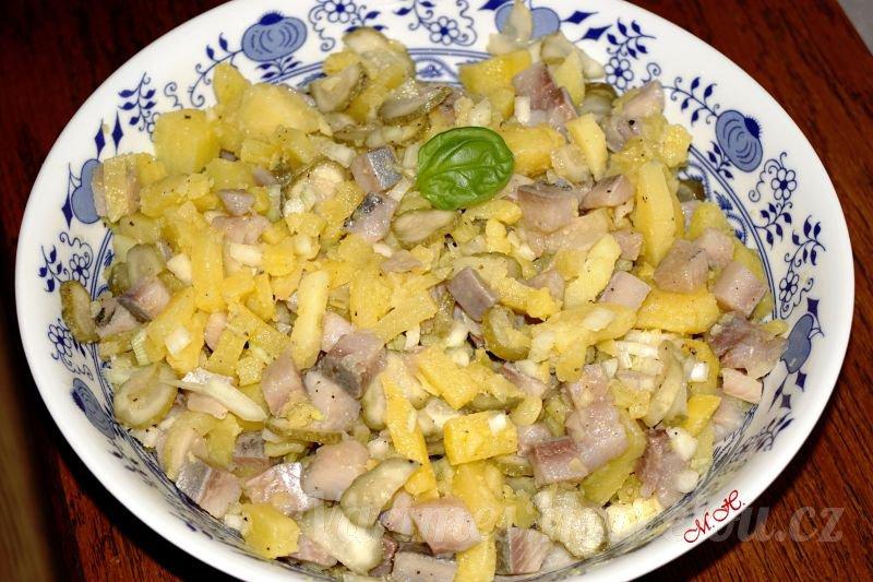 Slanečkový salát s bramborami