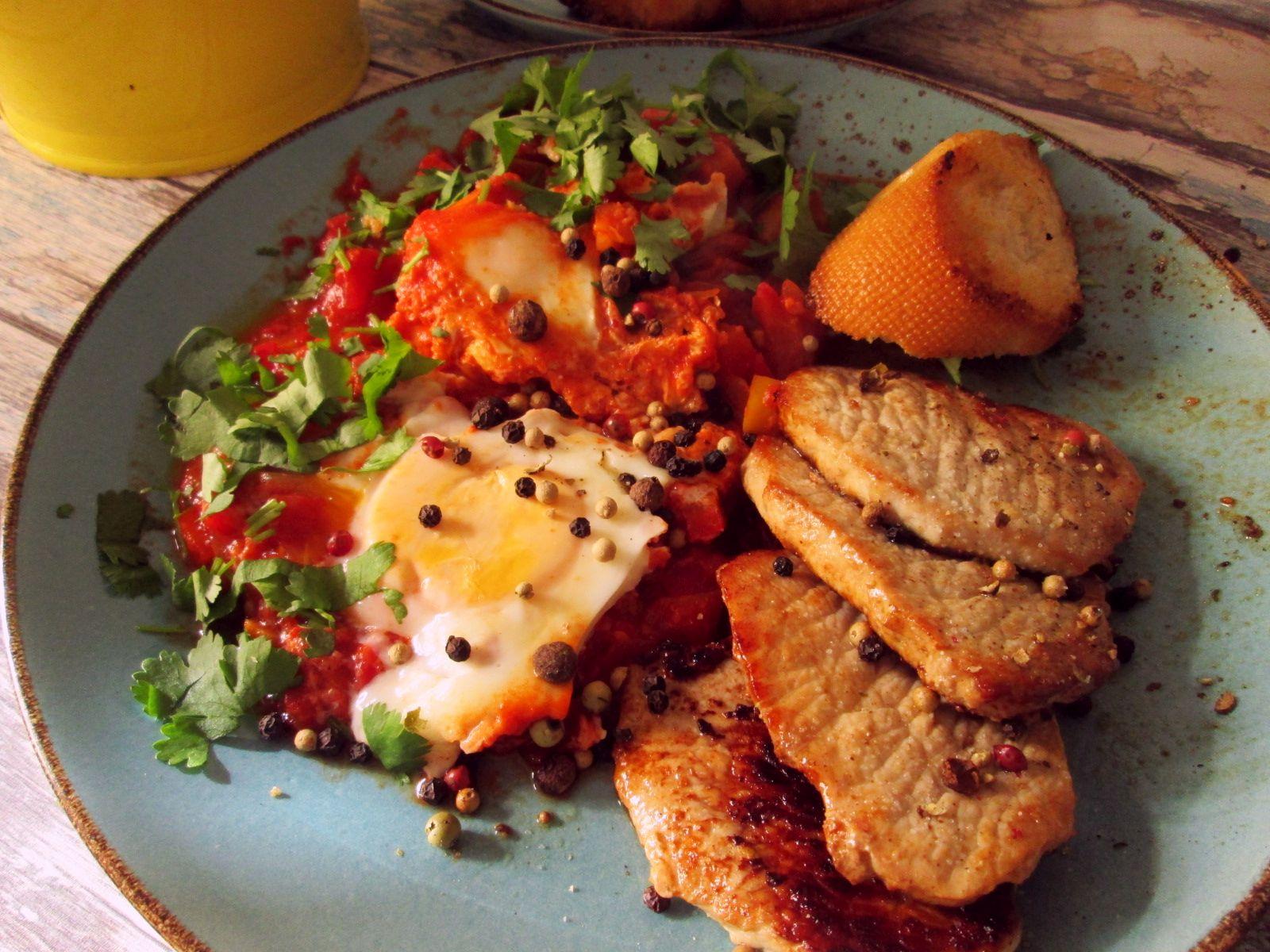 Dusené paradajky s vajíčkami – šakšuka