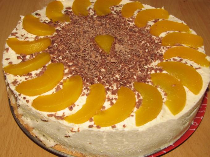 Nepečený dort s broskvemi a mascarpone krémem