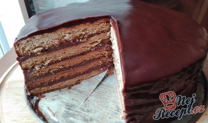 Nejlepší medový dort politý čokoládou
