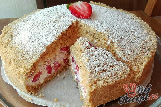 Strouhaný jahodový koláč bez pečení, lepší než zmrzlina!