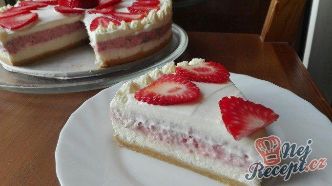 Vynikající jahodový cheesecake