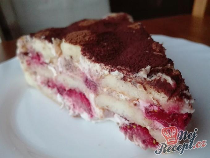 Nepečený piškotový dort s ovocem