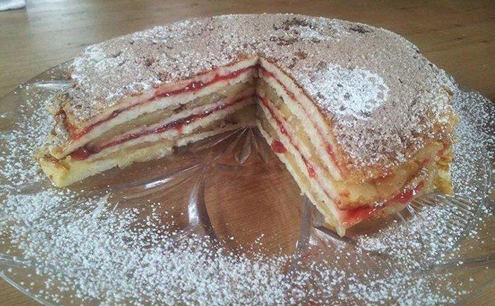 Palačinkový dort plněný jablečným kompotem a švestkovou marmeládou