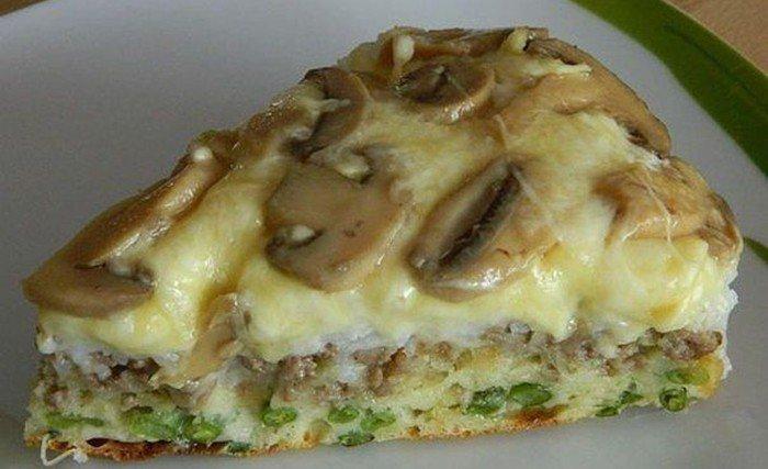 Slaný dort s houbami, mletým masem a sýrem