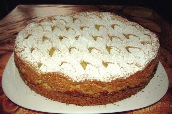 Jablečný koláč s vanilkovým pudinkem