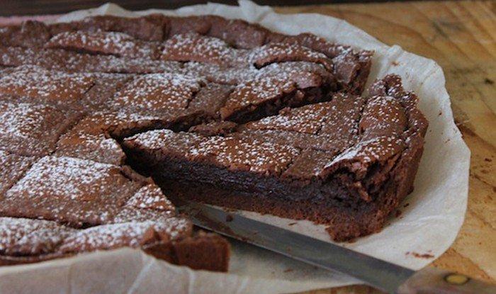 Extra čokoládový dort s mřížkou
