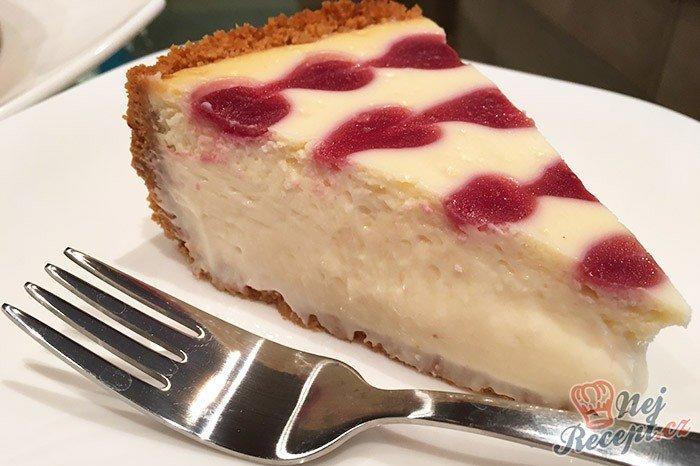 Srdíčkový cheesecake z bílé čokolády a malin
