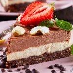 Zdravý nízkokalorický triple čoko cheesecake