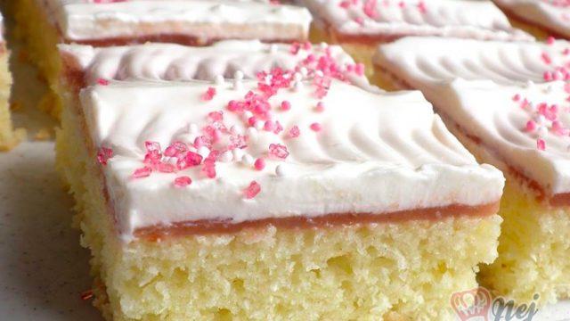 Jednoduché cuketové řezy se zakysankou