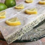 Cuketový koláč s mákem a citrónovou polevou