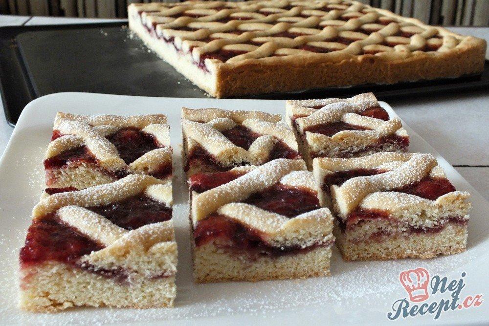 Mřížový koláček s višňovou marmeládou