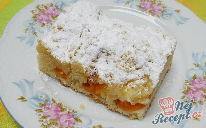 Jogurtový koláč s broskvemi